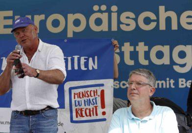 Dr. Ulrich Schneider (links im Bild) ist Hauptgeschäftsführer vom Gesamtverband des Paritätischen Wohlfahrtsverband e.V. Hier auf dem Europäischen Protesttag zur Gleichstellung von Menschen mit Behinderung 2018.