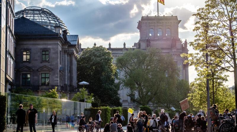 Ankett-Aktion vor dem Bundestag