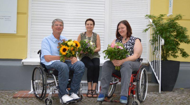 Die Jury des Schreibwettbewerbs (v.l.n.r.): Dominik Peter (Chefredakteur Berliner Behindertenzeitung), Renate Zimmermann und Anna Koch (WIR-Redaktion).