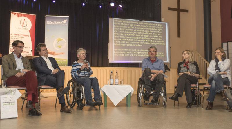 """Diskussionsrunde bei der Veranstaltung """"Behinderten-Pauschbetrag"""" am 9. Dezember 2019."""