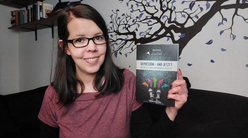 Nora Fieling mit ihrem im Oktober erschienenen Buch über Depressionen.