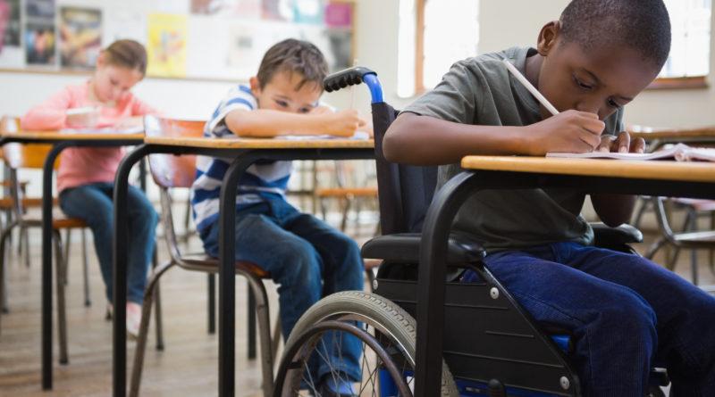 Drei Schüler in der Schule