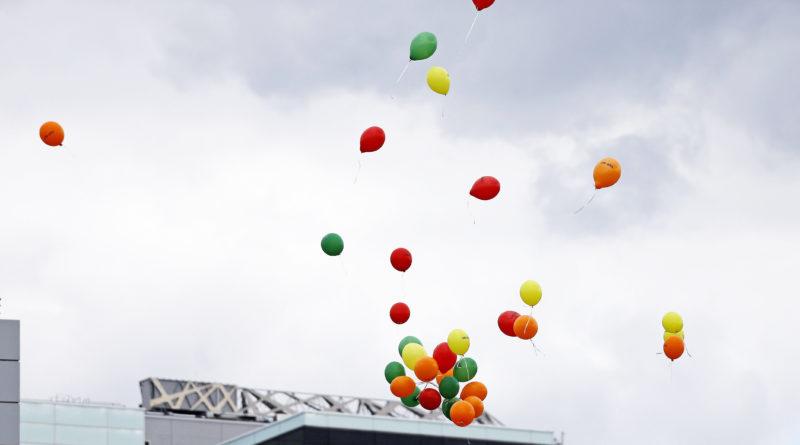 Bunte Ballons am Hiimmel